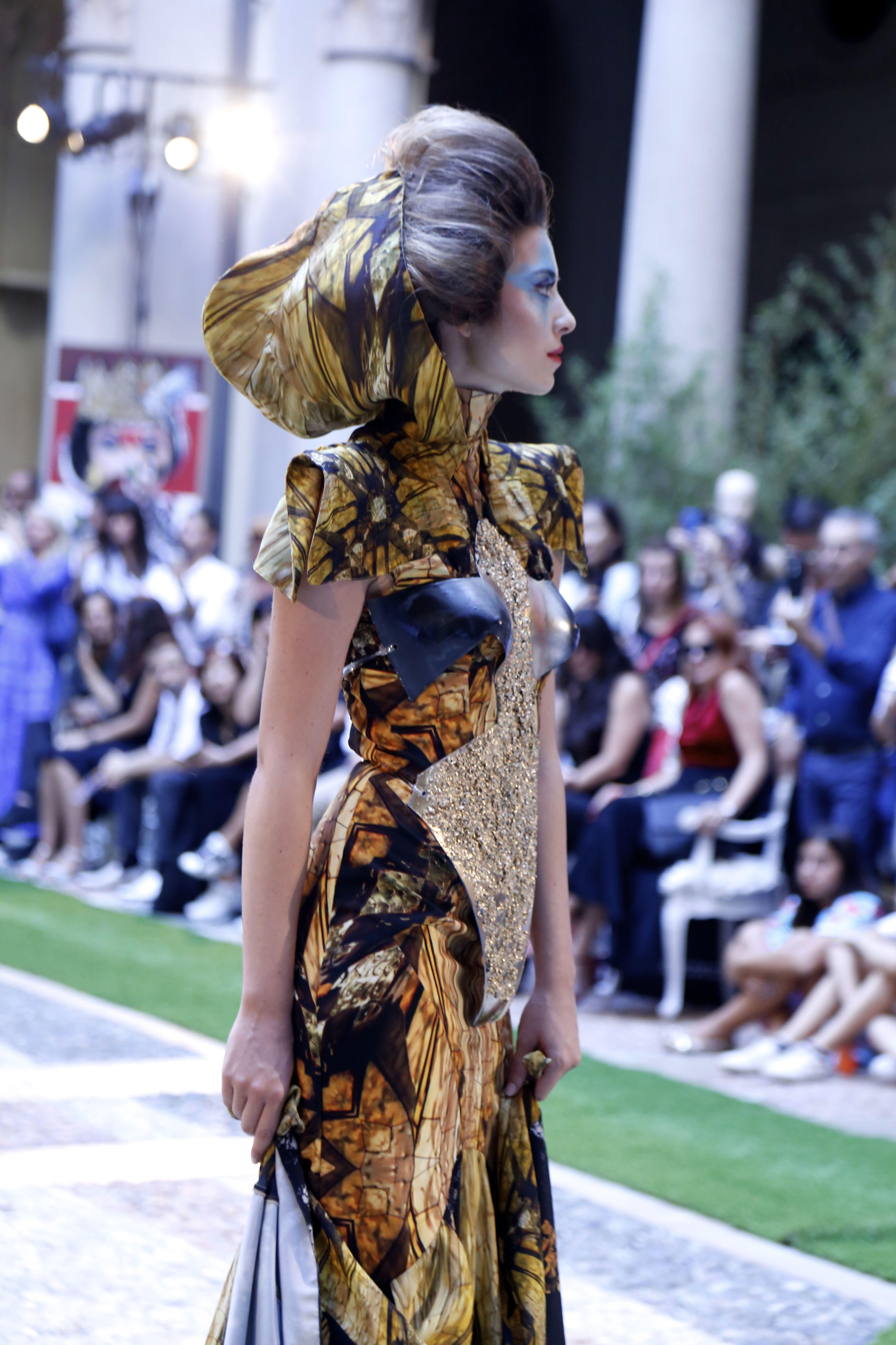 """2c3dd07d397a La """"diversità"""" della collezione di Dimitar Dradi che incanta la Milano  Fashion Week"""